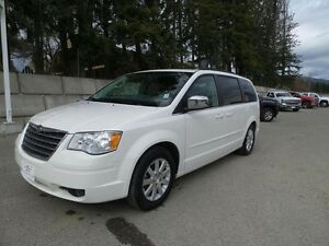 2008 Chrysler Town & Country Touring with sunroof and DVD