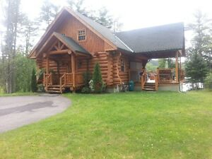 Stunning lakeside log chalet for rent - 2 1/2 hrs from Montreal