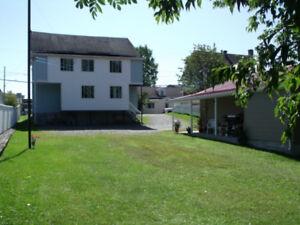 Petit bungalow + 3 logements ( donc 4 logements )