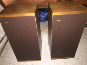 B&W DM4 speakers
