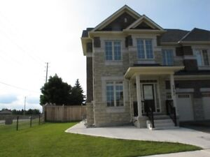 4 Bedroom House in Churchill Meadows For Rent
