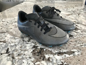 Youth size 4 nike soccer cleats $15