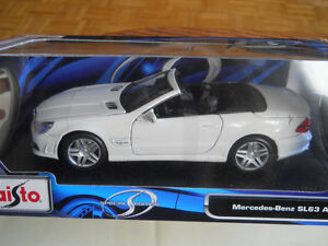 1/18 DIECAST MERCEDES-BENZ SL63 AMG CONVERTABLE WHITE NEW