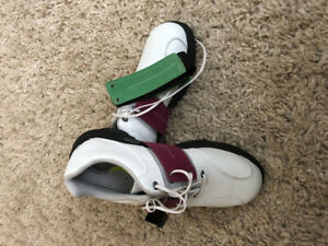 New ladies golf shoes - size 9