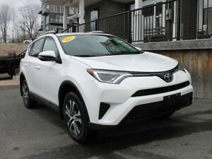 2017 Toyota RAV4 LE / 2.5L I4 / Auto / AWD **Wow just 35K**