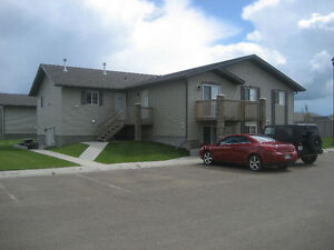 2 Bedroom in a 6 Plex - Month to Month - Utilities Included