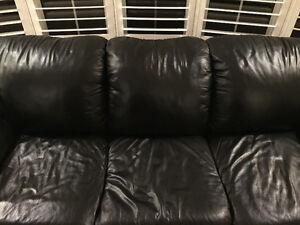 LEATHER SOFA WITH PULL OUT BED pristine condition Oakville / Halton Region Toronto (GTA) image 2