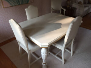 VINTAGE DINNING ROOM SET FOR SALE, BEACH DESIGN CORNWALL ONTARIO