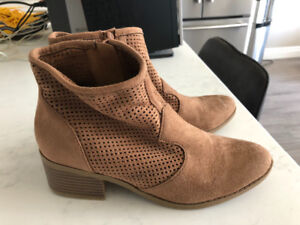 Women's size 7 ankle boots