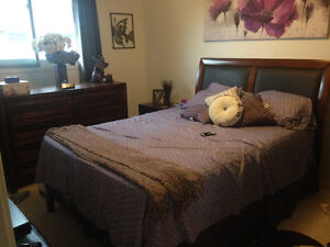 QUEEN BED, DRESSER AND 2 NIGHT TABLES