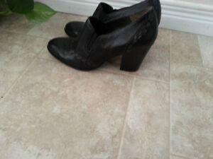 Naturalizer dress shoes - size 6 Kitchener / Waterloo Kitchener Area image 1