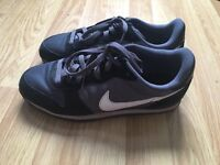 NIKE MD TRAINERS SIZE 6