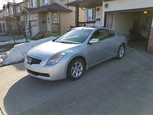 2009 Nissan Altima 2.5 S Coupe (2 door)  Low Milage (99,691 km)