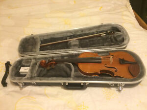 Yamaha 4/4 full size V5SKU violin