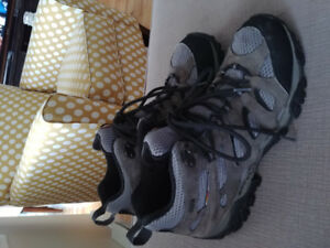 Men's Merrell hiking boots size 9