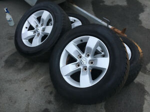 Mags 17'' de Dodge Ram avec pneus d'hiver Goodyear