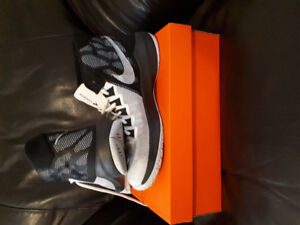 Nike basketball shoes men's size 9