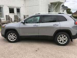 2015 Jeep Cherokee North  LIKE NEW// PRICE REDUCED