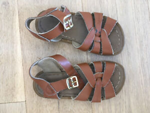 Saltwater Sandals size 8T; tan leather