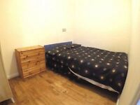 nice double bedroom in spacious flat next to Edgware road station
