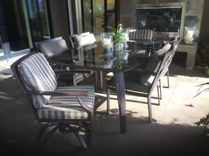 Excellent Condition outdoor Brown Jordan dining room table