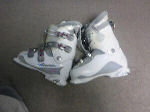 Atomic 55 ladies ski boots