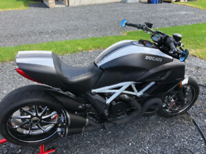 Ducati Diavel Carbone 2015