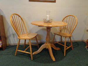 Maple kitchen table and 2 chairs