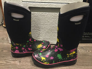 GIRL'S BOGS AND SOREL BOOTS SIZE 5 (37-38) USED West Island Greater Montréal image 6