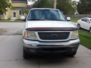 1999 F-250 4X4 truckfor sale or  parts
