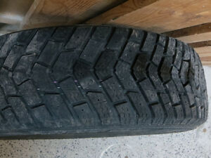 1 Goodyear ultra grip winter tire - like new (175/65/14)