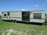 1990 35ft Sportsmen Trailer