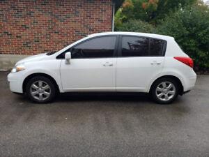 2012 Nissan Versa hatchback. Excellent condition low kms!