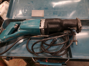 Makita Saw. With case