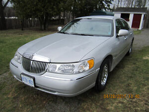 2001 Lincoln Town Car Cartier Sedan