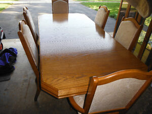 Beautiful fully furnished Oak Dinning room set (Great condition)