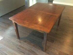 Table en bois / Real wood dining table