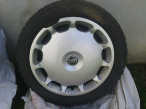 "16"" Rims and Volvo Hub Caps x 4 (can be sold separately)"