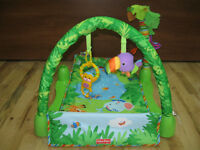 Tapis d'éveil Rainforest Jungle Fisher Price en excellent état