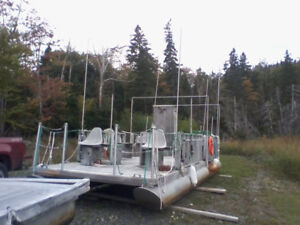 25 foot pontoon boat