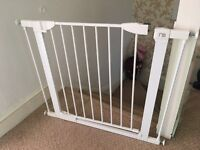 Child safety gate with 2 extenders