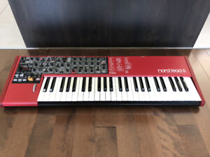 Synth Nord lead 4 comme neuf clavier