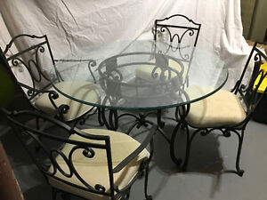 Bombay Company Round Wrought Iron Glass Top table w/4 chairs