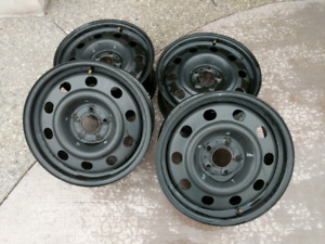 """17"""" Ford CVPI factory rims with TPS sensors in like new conditio"""