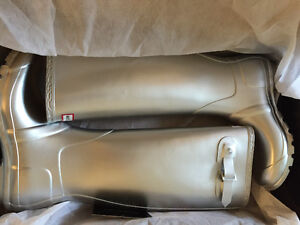 New! Hunter tall silver  boots ladies size 7