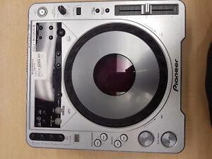 INSTANT COMPTANT -Console De Disc Jockey Pioneer
