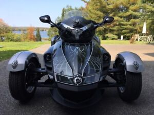 Superbe Spyder, design unique et faible kilométrage
