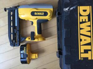 Dewalt 18 volt 16 gauge nailer.Can not find charger.