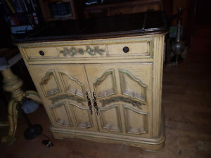 Beautiful vintage solid wood Bar cabinet on wheels, fold-out top