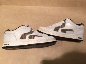 Women's Sneaux Shoes Size 9.5 London Ontario image 4